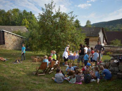 Zábavné dopoledne na farní zahradě pro děti ze ZŠ Dalečín